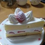 不二家 - 料理写真:苺のショートケーキ(389円+税)