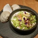 キエチュード - スープ(赤貝・カリフラワー・フェンネル)