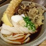 うどん屋 きすけ - 鯛ちくわ天と温泉たまごのぶっかけ+舞茸の天ぷら
