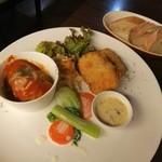 97262785 - ロールキャベツトマトソース&白身魚フライタルタルソース、自家製パン2種