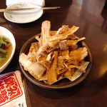 韓国家庭料理 唐辛子 - ごぼうチップス