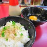 ラーメン山岡家 - 玉子かけごはんの卵も別盛り