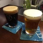 松本ブルワリー タップルーム - マツモトブルワリーのクラフトビール。それぞれハーフパイント@¥600。 キャッスルスタウト、オウサムペールエール。