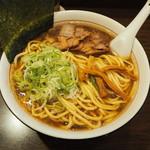 麺舗 十六 - らーめん 750円