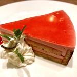 洋食屋 銀座グリルカーディナル - フランボワーズムース@サンドされたりんごがシャキっと珍しい。ラズベリームース