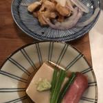 97280877 - お通し  胡麻豆腐とハム  鳥皮マリネ