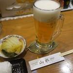 海鮮居酒屋山水 - 生ビールにお通しです