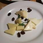 97285923 - チーズ盛り合わせ