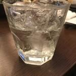 酒とひもの 人情酒場 - 黒霧島ロック...すっ、すっ少なっ...