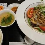 美食天堂 金威 - 蒸し鶏のせごまだれバンバンジー冷やし麺 1,100円