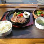 ディアマンピュール - 料理写真:手ごねハンバーグ(900円)