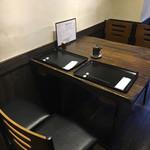 炭火魚 旬彩料理 坂本 - テーブル席