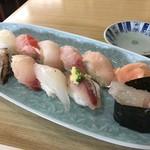 江戸前鶴鮨 - 料理写真:握りは、奥から鮃、金眼鯛、メダイ、ムツ、鰆 手前が鮑間八、ヤガラ、活鰺、伊勢海老の軍艦。