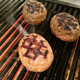 『自慢の国産牛炭焼ハンバーグ』