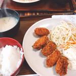 まんぷくキッチン - カキフライ定食(500円)