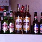 LUMBINI CURRY HOUSE - ネパールのドリンク。中央がウィスキー、両端がビールです