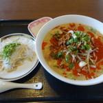 満香楼 - 料理写真:坦々麺(600円)