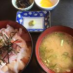かねまつ - さしみ丼(800円)