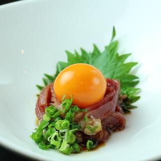 捌きたての「近江黒鶏」を堪能。鶏本来の甘さを楽しめる。