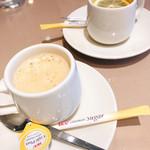 カプリチョーザ - 食後にサービスのコーヒーと紅茶