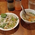 SOI 7 - ランチのサラダとスープです