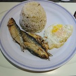 The Pearl Manila Hotel - 料理写真:Complimentary Traditional Philipino Breakfast (Garic rice, Dry fish)