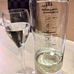 羽田市場 ギンザセブン - このようなボトルで炭酸を加える(らしい)