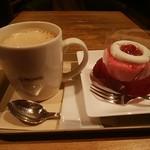 97308972 - カフェラテ、りんごキャラメルショートケーキ