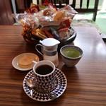 珈琲の店 プチ - 煎茶も入れた全貌