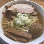 97321128 - らーめんmacro(800円)の焼豚・メンマ厚、特選こだわり煮玉子(50円)
