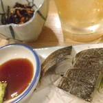 大衆酒場 晩杯屋 - シブイ系〆鯖とヒジキ。
