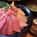 97322359 - 鮪三昧丼(1380円)大盛(50円)※訪問日によってメニュー.値段が変わります。