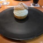 97322504 - シュークリーム ケーキセット(1500円.サ別10%)※ケーキセットはドリンクが付きます。