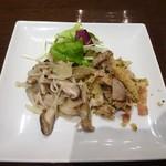 97323462 - ランチ:本日の前菜(きのこのサラダ、西洋筍と豚肉のパン粉あえ)