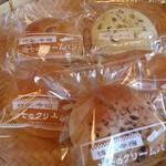 博多.今宿 治七のクリ-ムパン - 購入したパンの数々