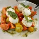 97326272 - トマトとモッツァレラのカプレーゼ