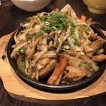 壬六 - ホルモン鉄板焼(タレ)