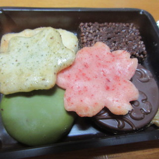 小倉山荘 - 料理写真:あられとチョコレート