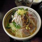 魚季亭 - 小丼は鯵・鯛・マグロの3種類から選べます