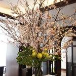 レストラン カーウントカー - 生けられた桜に春を感じます(*^_^*)