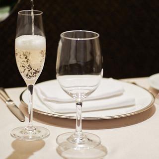 当店のお料理にはワインやシャンパンなどと共にお楽しみください