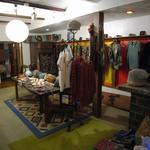ナイヤビンギ - 1階は服や雑貨のショップです