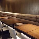 カモシヤ - テーブル席