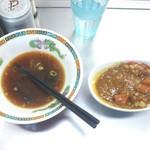 西新井ラーメン - 注文した時はご飯が炊き終わってなく、あと6分かかると言われたがラーメン食べ終わる頃には丁度よく出て来ました。