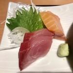 きときと 釣谷鮮魚店 - 日替りランチ¥1000(税込)… (カジキマグロのカツとじ煮、刺身二種盛、御飯、浜汁、サラダ)