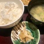 97341008 - 日替りランチ¥1000(税込)…                       (カジキマグロのカツとじ煮、刺身二種盛、御飯、浜汁、サラダ)