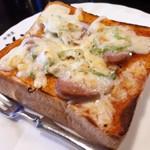 珈琲屋らんぷ - 料理写真:喫茶店のピザトースト(*´∇`)ノ