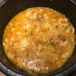 牛辛麺 - ドラゴンフォー。生卵10円&ご飯無料投入。
