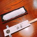 鰻 割烹 仲勢 - おしぼりと割り箸