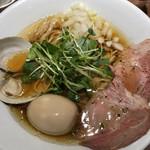 97347115 - 赤鶏と蛤の淡麗中華そば、醤油、半熟煮玉子